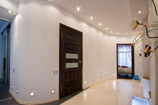 темные двери и светлый пол в интерьере фото