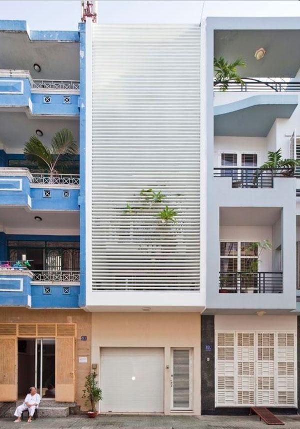 Узкий дом с садом во Вьетнаме
