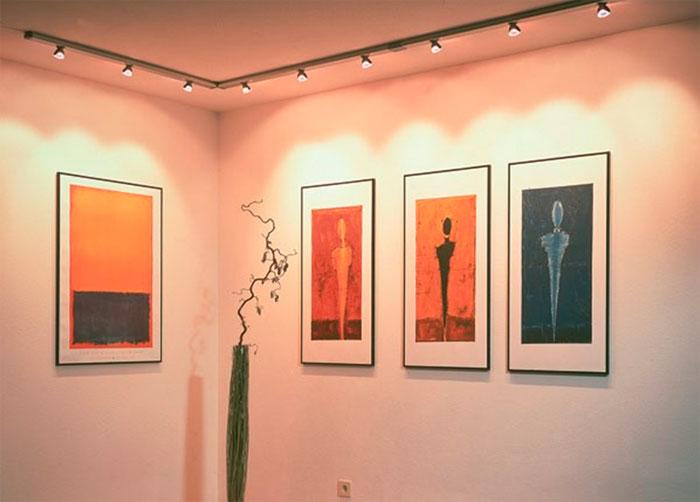 Галерея с подсветкой