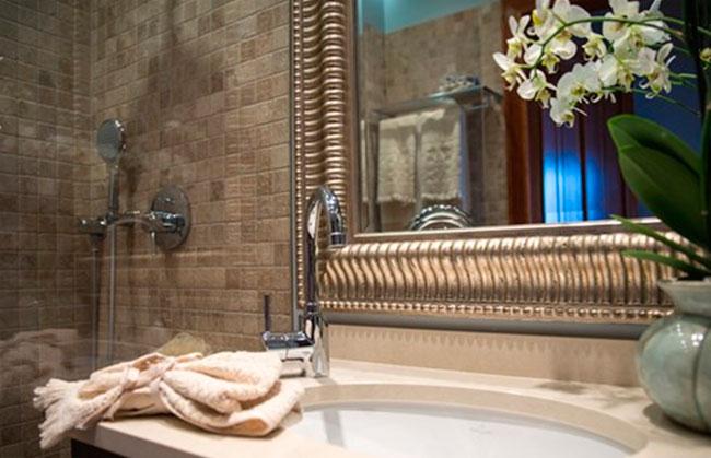 Ванная комната с оттенком гламура