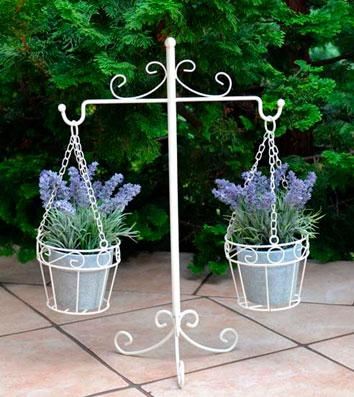 Металлическая подставка для цветов в стиле прованс