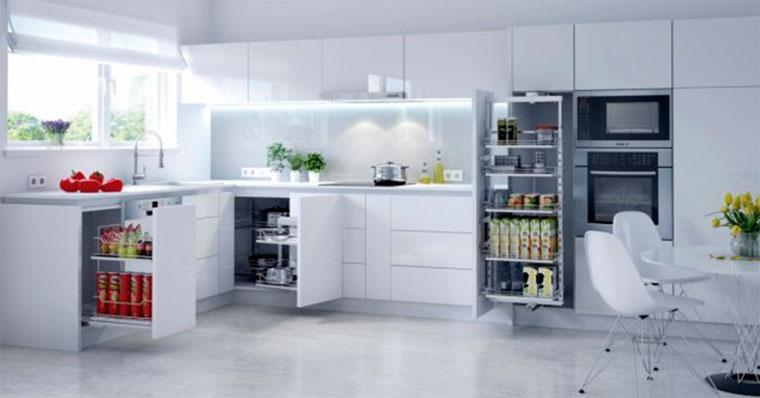 Кухня со встроенным холодильником – фото