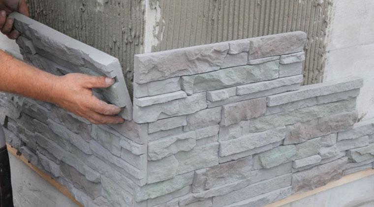 отделка цоколя панелями под камень