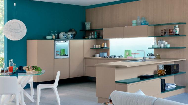 Кухня цвета кофе с молоком