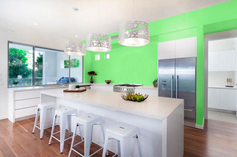 Холодные цвета стен в кухне