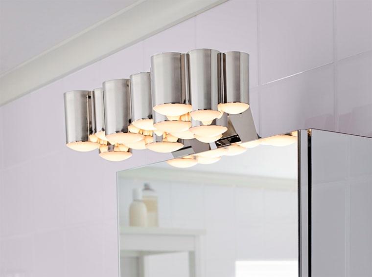 светильник в ванной комнате над зеркалом
