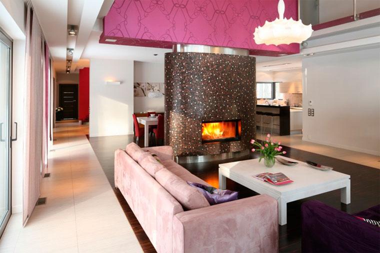 Дизайн гостиной в доме с камином – фото интерьеров