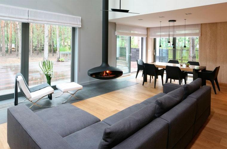 Дизайн гостиной в доме с камином – фото