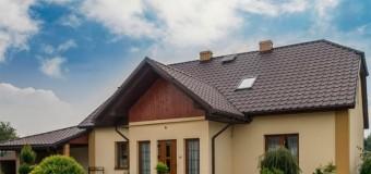 Чем дешевле покрыть крышу дома?