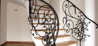Перила для лестницы в частном доме