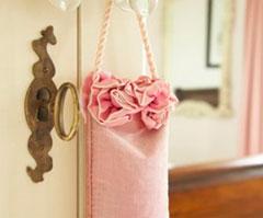 мешочки со смесью из сухих цветов или трав