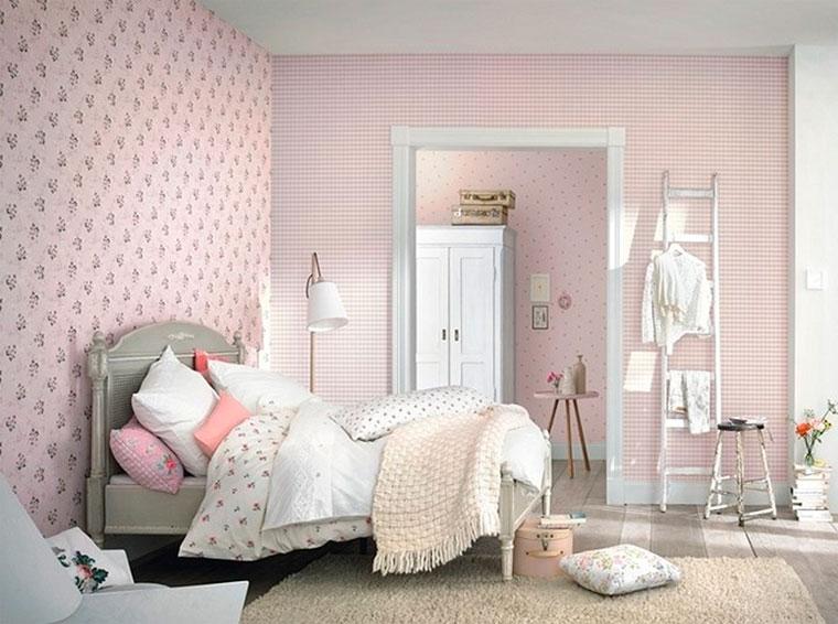 Романтичные обои в клетку в интерьере спальни – фото