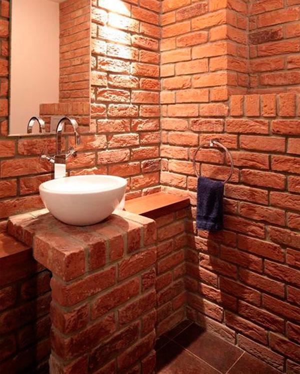 Как можно задекорировать стену керамической кирпичом