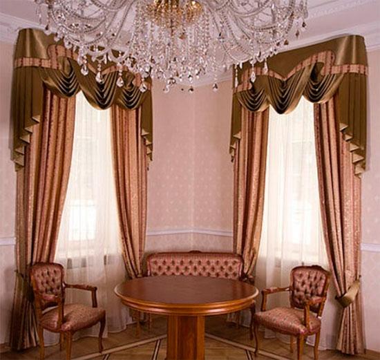 Классические красивые шторы с ламбрекеном в гостиную – фото