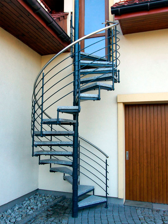 Уличные лестницы для загородного дома