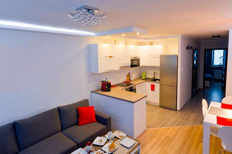 Плитка и ламинат на кухне – фото