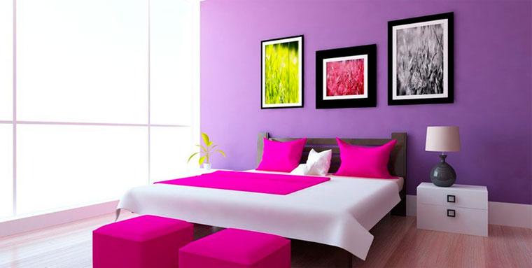 Изящное сочетание фиолетового цвета в интерьере спальни и фуксии