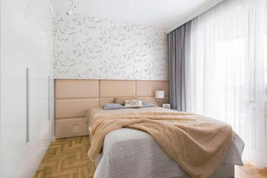 Маленький спальный гарнитур со шкафом-купе во всю стену на заказ – фото