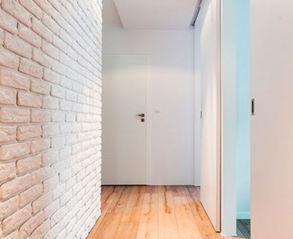 Чем отделывают стены в коридоре – фото