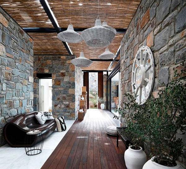Как отделать стены коридора камнем