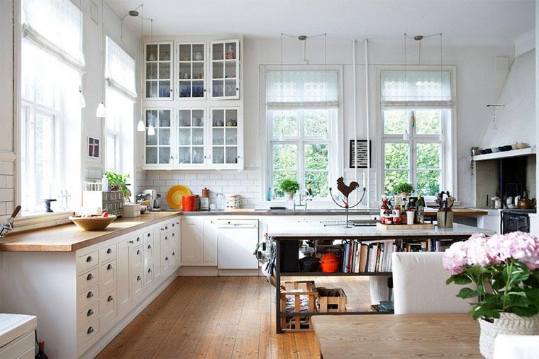 Римские шторы и занавески на кухню в стиле прованс – фото