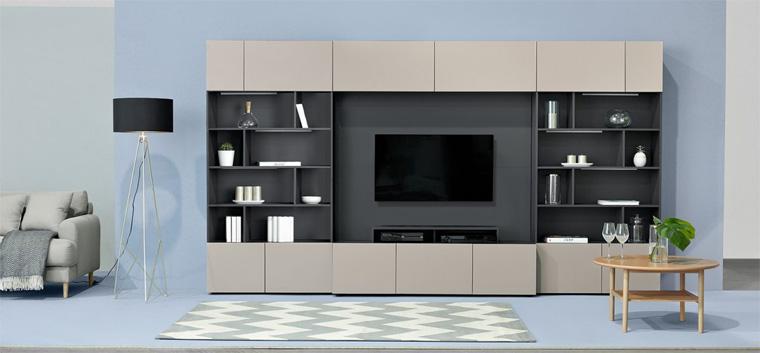 Фото. Книжный шкаф «Muro» с панелью для телевизора позволяет легко подключать телевизор. За панелью можно скрыть проводку.