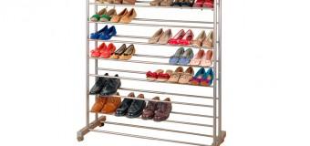 Металическая и деревянная узкая этажерка для обуви с сиденьем в прихожую
