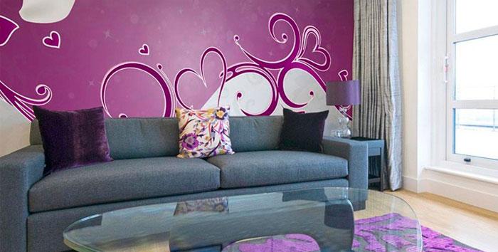 Современная гостиная в фиолетовых тонах – фото