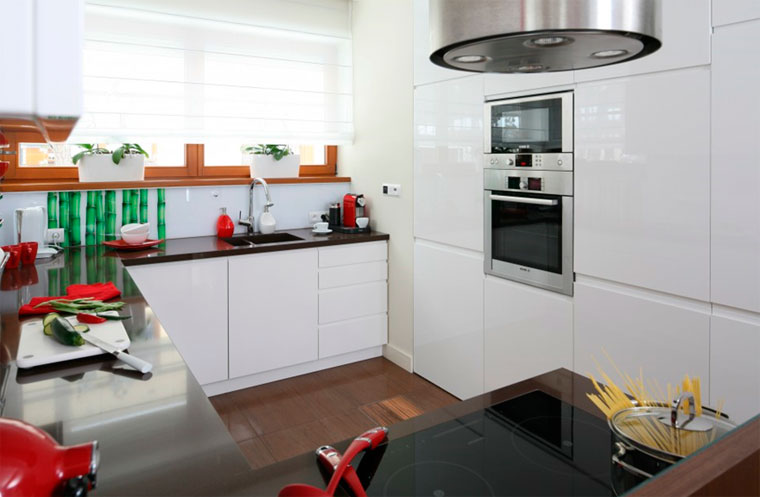 Белая кухня – какого цвета столешница?