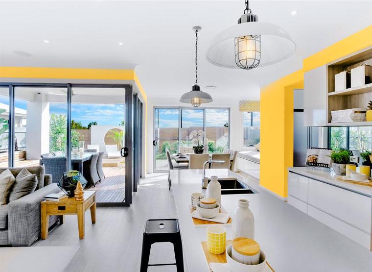 Кухня серо-белого цвета в комбинации с солнечным желтым