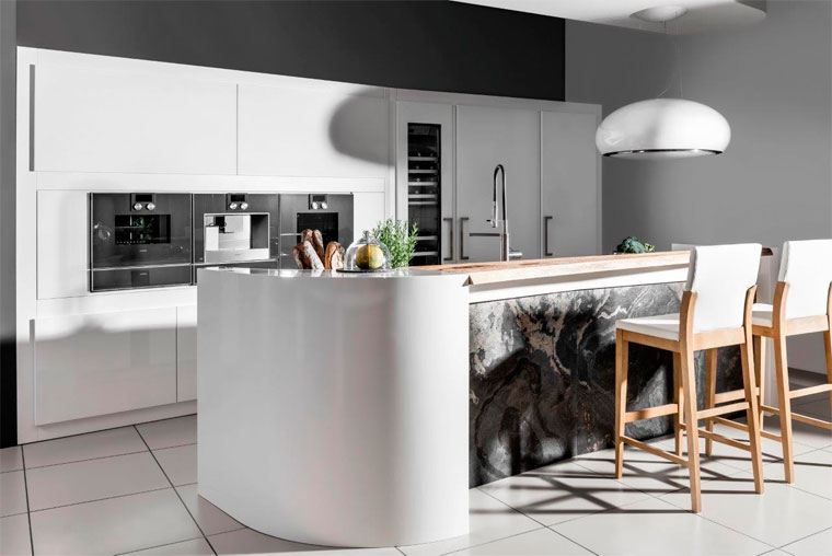 Дизайн кухни в черно-белом цвете, фото
