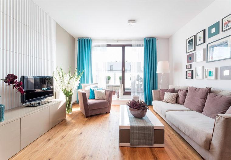 Длинный прямоугольный зал – вариант расстановки мебели, фото