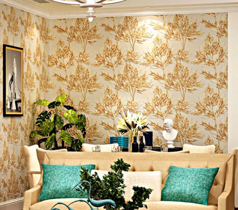 Цветочные мотивы на стенах гостиной, оформленной в английском стиле