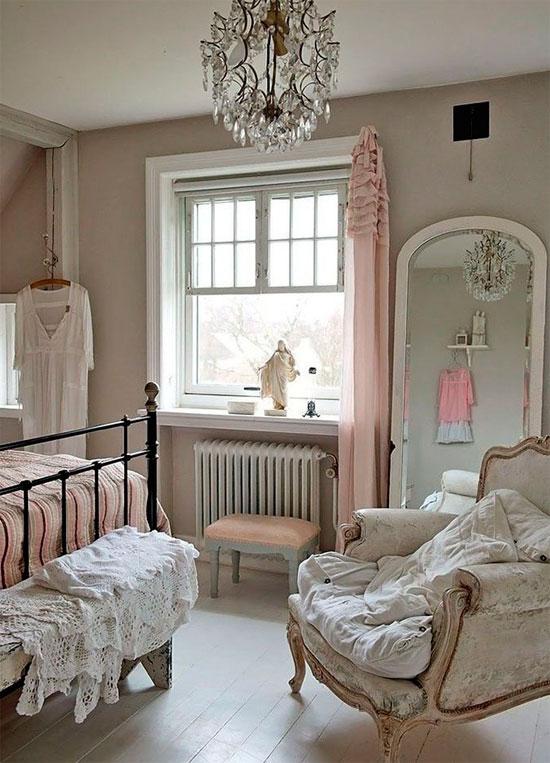 Нежная спальня в серо-розовых тонах, фото