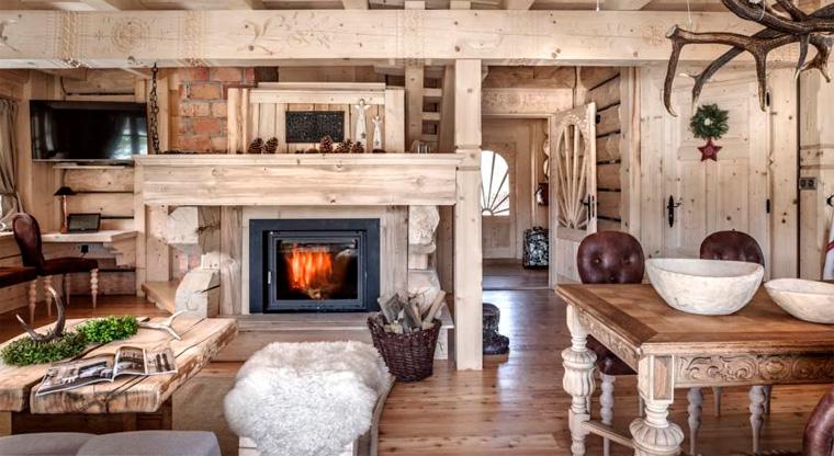Интерьер гостиной в стиле шале с камином, фото