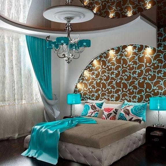Интерьер спальни в бирюзовых тонах, фото