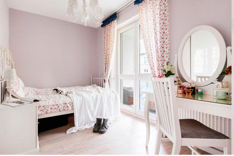 Классический туалетный столик с зеркалом в спальню, фото