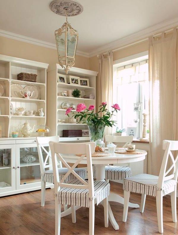 Классический дизайн интерьера в светлых тонах ванили, фото