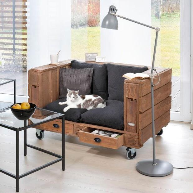 Маленький прямой диванчик для кухни в стиле лофт, фото