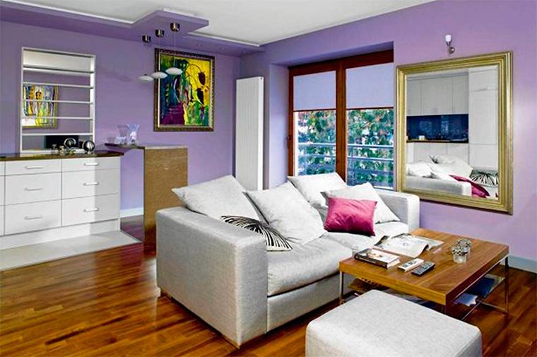 Сочетание фиолетового цвета в интерьере гостиной с золотым