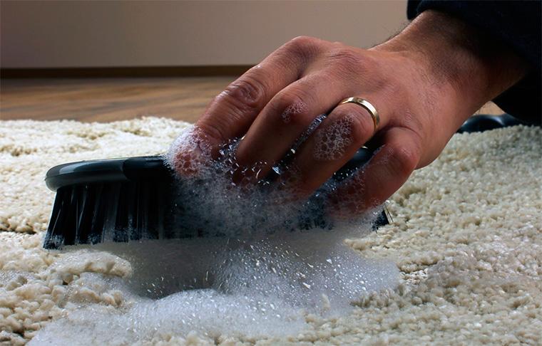 Как очистить ковер в домашних условиях?