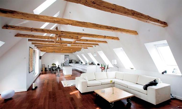 Открытое пространство жилой мансарды, фото
