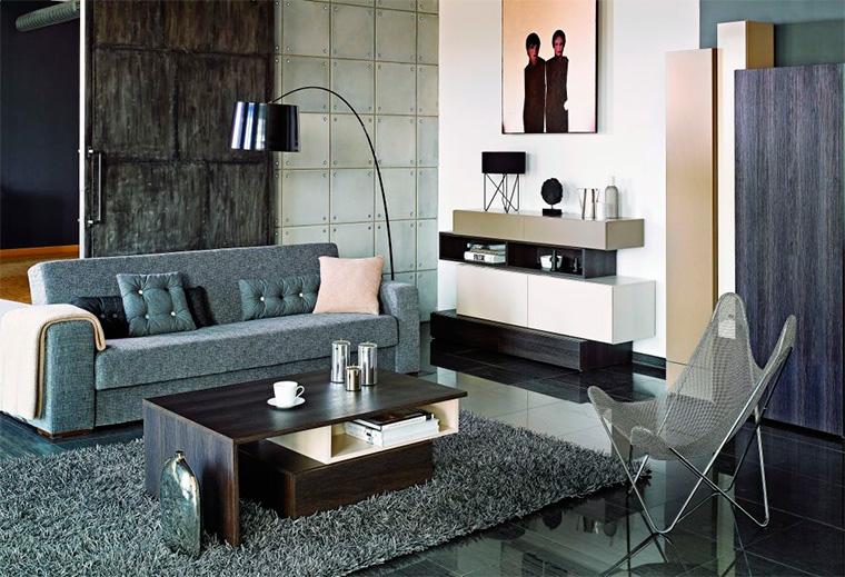 Дизайн гостиной в серых тонах с темными стенами