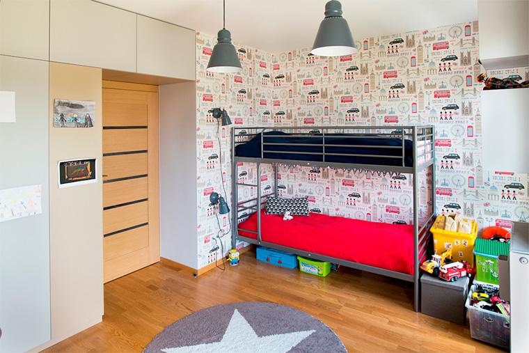 Дизайн интерьера детской комнаты для двух мальчиков с двухъярусной кроватью, фото