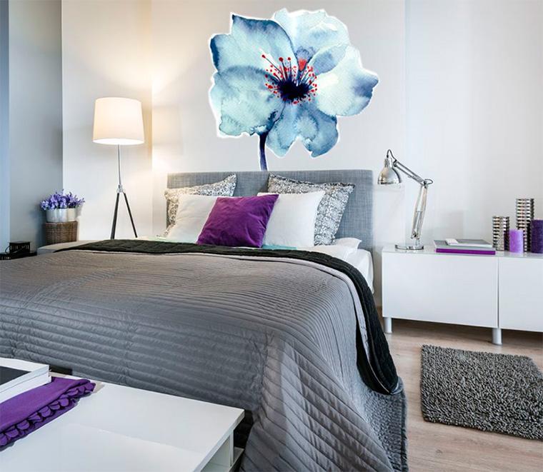 Дизайн спальни – обои с цветами