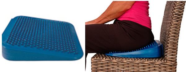 Клиновидные ортопедические подушки на сиденье стула, фото