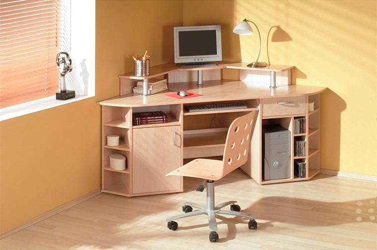 Угловой письменный стол для школьника.
