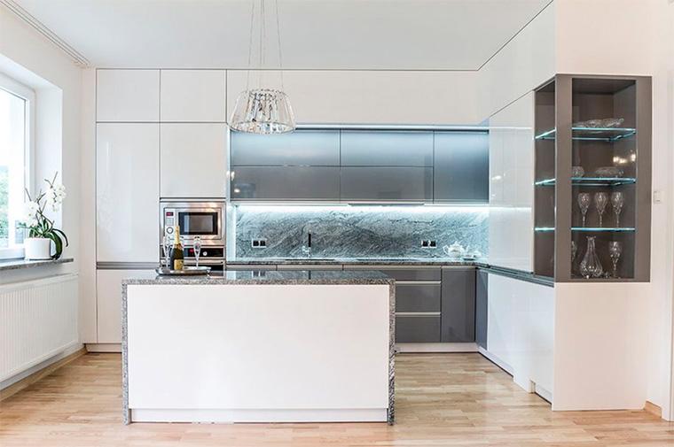 Кухонный гарнитур серого цвета