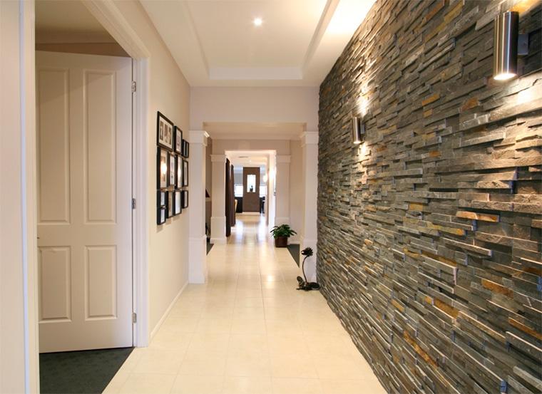 Отделка коридора в квартире декоративным камнем