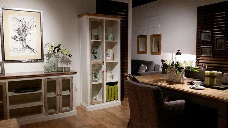 Шкаф со стеклом для книг и посуды с подсветкой